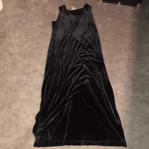 Black floor length velvet dress💛